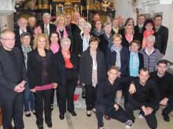 Der Birgitzer Kirchenchor beim Gospelkonzert zu Ehren des langjährigen Chorleiters Max Bauer
